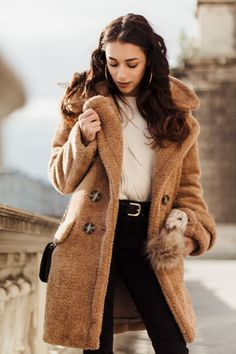 Read my thoughts about Facebook, Instagram and Vero. Featuring my new Teddy Bear coat. Which is totally perfect for cold winter days.