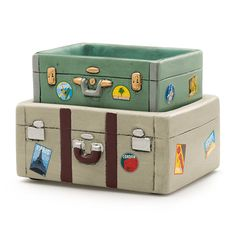Need a Bon Voyage gift? Know someone who loves to travel? Maybe it's you! Scentsy's newest electric candle warmer is fashioned after retro suitcases.