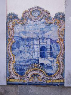 Painel de Azulejos: Porta de S. Vicente - Elvas | Flickr – Compartilhamento de fotos! Portugal, Glazed Ceramic Tile, Portuguese Tiles, Blue Pottery, Tile Murals, Architectural Elements, White Decor, Delft, Mosaic Tiles