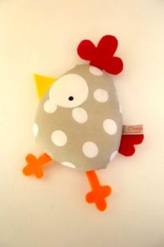 Little chicken fabric toy. Sewing Toys, Baby Sewing, Sewing Crafts, Sewing Projects, Fabric Toys, Fabric Crafts, Sewing For Kids, Diy For Kids, Couture Sewing