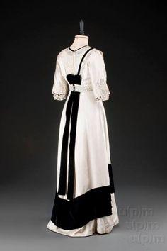 Evening dress, 1907-10.