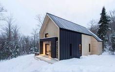 "Canadian Cottage Exudes ""Modern Scandinavian Barn"""
