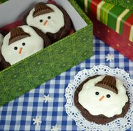 """Spread joy & cheer to your loved ones by giving them a cookie tray filled with Easy Fudge Drop Cookies made from """"JIFFY"""" Fudge Brownie Mix. Butter Chocolate Chip Cookies, Oatmeal Raisin Cookies, Chocolate Muffins, Chocolate Chips, White Cake Mix Cookies, Drop Cookies, Christmas No Bake Treats, Christmas Cookies, Snowman Cookies"""