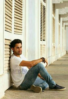 #BBNews Raj Kapoor's grandson Armaan Jain is all set to make his debut in the upcoming Bollywood movie LEKAR HUM DEEWANA DIL Trailer will be out on 8th May.