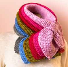This half Ascot scarf is featured with a keyhole to secure the other end of the scarf that resembles a bow tie look. It can be worn in different way as a scarf tucked neatly into your coat to keep … Baby Hats Knitting, Knitted Hats, Ascot, Neck Warmer, Free Pattern, How To Make, Nice Things, Knits, Scarves