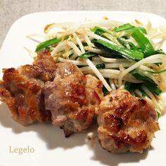 豚こま 柔らか レシピ 。味噌、ヨーグルト、ニンニクをもみ込んで片栗粉を混ぜて焼いたら、豚こま肉が柔らかく、美味しくなりました♪少し辛子を効かせたニラもやし炒めを添えて。ごはんが進む簡単に作れるスタミナ料理です。