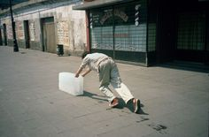 Francis Alÿs, Sometimes Making Something Leads to Nothing, Mexico City, 1997
