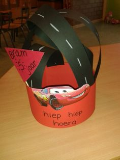 Cars verjaardag muts Crazy Hair Days, Crafts For Kids, Diy Crafts, Crazy Hats, Kids Cards, School, Creative, Party, Birthday Hats