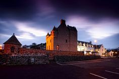 The stunning Ballygally Castle in County Antrim was built back in 1625 and is steeped in history. Scary Places, Haunted Places, Great Places, Places To See, Scary Haunted House, Haunted Hotel, Most Haunted, Ireland Hotels, Castles In Ireland