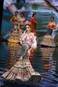 Atelier-Rima_Simof2017-3433 Crazy Dresses, Modest Dresses, Flower Girl Dresses, Spanish Fashion, Moda Vintage, Beautiful Dresses, Boho Chic, Evening Dresses, Creations
