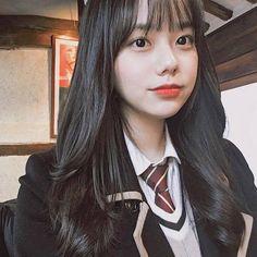 A bit sad but iss ok🤗💕👻 Pretty Korean Girls, Korean Beauty Girls, Cute Korean Girl, Cute Asian Girls, Cute Girls, Korean Bangs Hairstyle, Hairstyles With Bangs, Girl Hairstyles, Korean Girl Photo