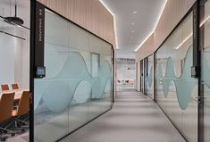 Luxury Office Design Ideas For a Remarkable Interior Interior Design Singapore, Interior Design Companies, Office Interior Design, Office Interiors, Interior Decorating, Decorating Ideas, Corporate Office Design, Workplace Design, Glass