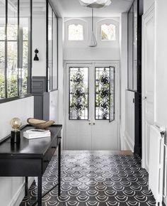 33 Best Farmhouse Windows Decor Ideas And Design - Backyard Decoration Hallway Decorating, Entryway Decor, Interior Decorating, Interior Designing, Main Door Design, Entry Way Design, Entrance Design, Farmhouse Windows, Hallway Designs