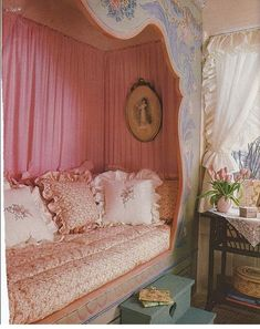 Shabby Chic Bedrooms, Shabby Chic Cottage, Shabby Chic Homes, Shabby Chic Furniture, Shabby Chic Decor, Alcove Bed, Bed Nook, Casas Shabby Chic, Rose Vintage