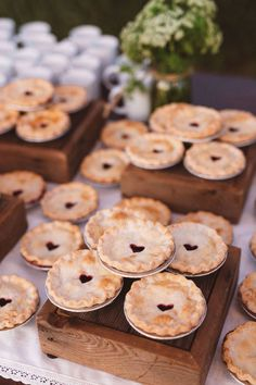 you don't like cake, but still want wedding dessert - pies are the perfect wedding cake alternative. Whether you stick to the classic fruit pies or get unique with mini key lime pies, your guests are sure to love this trendy twist of wedding desserts. Mini Wedding Cakes, Unique Wedding Cakes, Wedding Pies, Wedding Pie Table, Fall Wedding Desserts, Dessert Ideas For Wedding, Fall Wedding Drinks, Wedding Food Bars, Wedding Foods