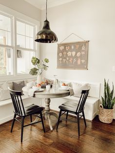 Summer Brunch Tablescape with Old Time Pottery – hostessjo Dining Nook, Dining Table In Kitchen, Dining Room Design, Small Dining Room Tables, Rustic Dining Tables, Mismatched Dining Room, Small Dining Table Apartment, Small Round Kitchen Table, Circular Dining Table
