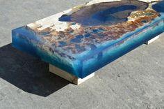 Impresionantes mesas hechas con piedra natural y resina