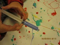 """Fine motor art with syringes - from Bäckens teknikresa ("""",) we could try this with the syringes from infant paracetamol Eyfs Activities, Nursery Activities, Motor Skills Activities, Creative Activities, Fine Motor Skills, Preschool Activities, Rainbow Activities, Finger Gym, Funky Fingers"""