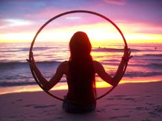 Hooping on the beach I want to do this at the Aylmer beach this summer Photos Fitness, Hula Hoop Workout, Fire Dancer, Hoop Dreams, Summer Dream, Summer Time, Flow Arts, Hula Girl, Dance Photos