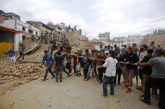 Nepal, le immagini prima e dopo la catastrofe - La Stampa