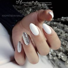 Winter nails: silver and white – The Best Nail Designs – Nail Polish Colors & Trends Manicures, Gel Nails, Nail Polish, Short Rounded Acrylic Nails, Cute Nails, Pretty Nails, White And Silver Nails, White Sparkle Nails, Sliver Nails