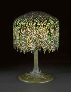 TIFFANY STUDIOS  A 'WISTERIA' LEADED GLASS AND BRONZE TABLE LAMP, CIRCA 1905.