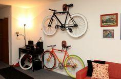 Zyklisches Denken: Die Mikili Bücherregal Fahrradständer