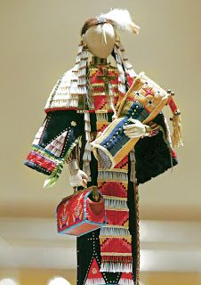 Jamie Okuma - miniature soft sculpture doll of a turn-of-the-century Lakota woman cradling a baby, tiny quillwork Native American Dolls, Native American Crafts, Native American Beadwork, Native American Fashion, Native American Indians, Native Americans, Native Beadwork, Indian Dolls, Southwest Art