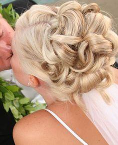 Bridal hair updos with veils. Bridal hair updos with veils. Bridal hair updos with veils and tiara. Prom Hair Updo, Ombré Hair, Short Hair Updo, Wedding Hairstyles For Long Hair, Wedding Hair And Makeup, Formal Hairstyles, Hair Dos, Up Hairstyles, Pretty Hairstyles
