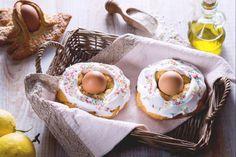 Le scarcelle pugliesi sono un dolce tradizionale, solitamente preparato nel periodo di Pasqua, a base di una frolla speciale e una dolce glassa! Arancini, Biscotti, Straw Bag, Baby Shoes, Dolce, Kids, Menu, Favorite Recipes, Cookies