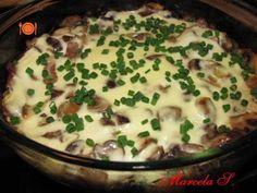 Rețetă Felul principal : Ciuperci cu sos de smantana la cuptor de Marcela S. Romanian Food, Yams, Cheeseburger Chowder, Stuffed Mushrooms, Goodies, Veggies, Food And Drink, Soup, Gluten Free