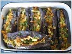 источникЛюблю готовить!!!! :) Кулинарные рецепты  Баклажаны по-грузински.✿ Ингредиенты:• баклажаны — 10 кг• уксус (9%) — 0,5 л• масло подсолнечное — 0,5 л• зелень петрушки — 1 пуч.• зелень кинзы …