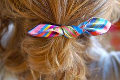 I'm a little old for hair bows, but these are so precious. Hmmm, friends with female children - I see these in your future. :)  free pattern: bow hair ties | Blog | Oliver + S