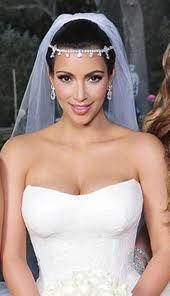 Love her veil/head piece!