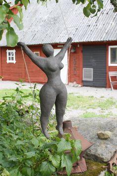 Lady i svart keramik
