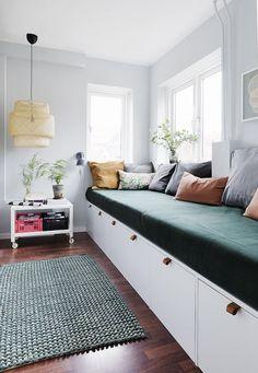 Her er stylistens trick til at indrette små smalle rum optimalt Small Open Plan Kitchens, Girls Bedroom, Bedroom Decor, Diy Projects Apartment, Home And Living, Living Room, Cosy Corner, Diy Sofa, Modern Kitchen Design