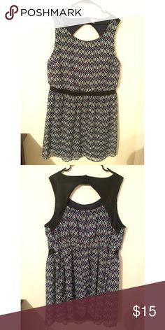 Geometric Print Dress Geometric Print Dress w/ pee-ka-boo back Xhilaration Dresses