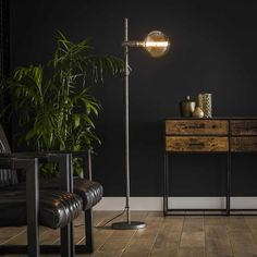 This industrial floor lamp has a single light source and is made of metal and is finished in old silver. The light source distributes the light in a beautiful way through the room, creating a great ambiance. Industrial Floor Lamps, Industrial Table, Lampe Metal, Loft Stil, Retro Lampe, Style Lounge, Beautiful Lights, New Homes, Table Lamp
