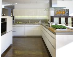 Kitchen display in high gloss Lacquer White