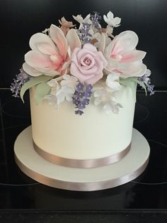 Single tier wedding cake with stunning flowers. Works equally well as a top tier. By Ruby & Belle Cakes, Brighton, UK 1 Tier Wedding Cakes, Small Wedding Cakes, Floral Wedding Cakes, Elegant Wedding Cakes, Wedding Cakes With Flowers, Beautiful Wedding Cakes, Gorgeous Cakes, Wedding Cake Designs, Pretty Cakes