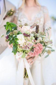 Descubre todos los ramos naturales que te proponemos y no pierdas la ocasión de lucir un precioso bouquet que dejará a todos con la boca abierta.