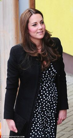 Catherine, Duchess of Cambridge visits the Brookhill Children's Centre in Woolwich to find out about the work of Home Start on March 2015 in London, England. Princesa Charlotte, Kate Middleton, Prince William And Catherine, William Kate, Duchess Kate, Duke And Duchess, Polka Dot Maternity Dresses, Asos Maternity, Princesa Real