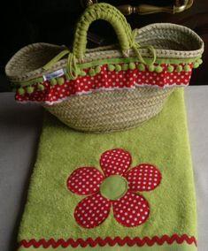 conjunto para playa-piscina  toalla  cesta-capazo,tejidos  ric-rac  madroño,trapillo cestería  cosido a mano,patchwork aplicación