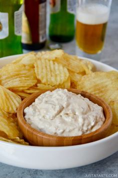 Take your appetizer game to the next level with this easy, crowd-pleasing recipe for Homemade Sour Cream and Onion Dip. Sour Cream And Onion Dip Recipe, Sour Cream Chip Dip, Chip Dip Recipes, Make Sour Cream, Homemade Sour Cream, Chip Dips, Party Dip Recipes, Gf Recipes, Appetizer Recipes