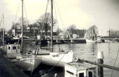 K1213 DE TRE BRØDRE i havnen ved Kalvehave Færgegård i maj 1966. Fra Line Thorngaards arkiv. Tags: åledrivkvaser, drivkvaser, åledrivkvase, drivkvase, ålevod, drivvod.