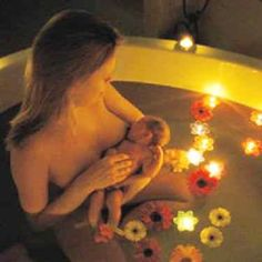 Breastfeeding in the bath. Giving birth in water increases natural oxytocin levels. Birth Pictures, Birth Photos, Newborn Pictures, Birth Affirmations, Water Birth, Birth Photography, Natural Birth, Midwifery, Baby Birth