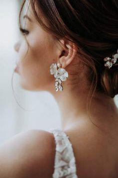 Stylishe Ohrhängermitzarten 3D-Blüten und Kristall-Anhängern - Handgefertigt von La Chia Die Lovely-Ohrhänger von La Chia... Boho Outfits, Chia, Vintage Stil, Earrings, 3d, Jewelry, Instagram, Fashion, Floral Headdress
