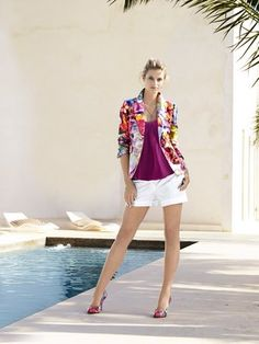 #HeineShoppingliste Druckblazer im Floraldessin, Top in beere, Shorts in weiß