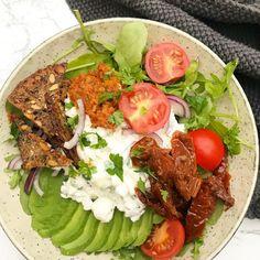 Salat med hytteost, avocado og ristet rugbrød Easy Nutella Brownies, Arugula, Bruschetta, Cobb Salad, Pesto, Frisk, Tapas, Sandwiches, Clean Eating