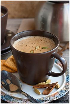 This traditional Indian recipe for Masala chai tea is easy to make at home and usually served with a biscuit. Chai is rich and flavorful and has the perfect balance of spices. Tea Recipes, Indian Food Recipes, Cooking Recipes, Chai Tee, Comida India, Masala Tea, Café Chocolate, Pause Café, Masala Recipe